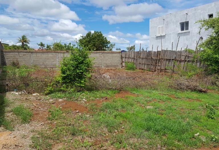 beau terrain a vendre titré borné route vers arrachard, quartier Antafiamalama